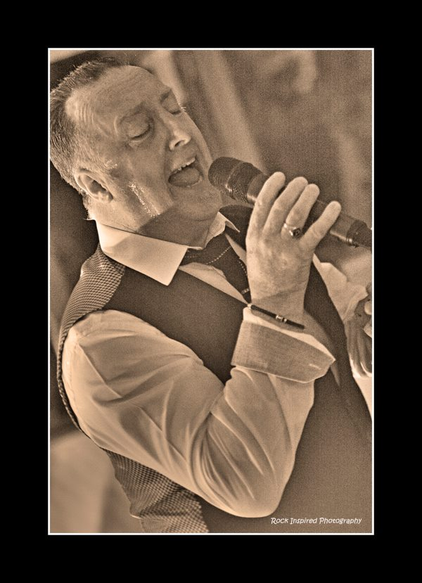 Deano Swansea, Singer Swansea, wedding singer swansea, swing singer swansea, entertainer swansea, Best wedding singer, wedding singer swansea,
